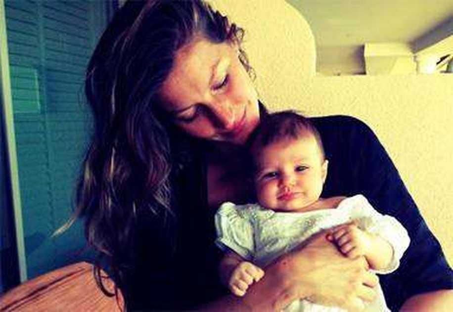 Normal Doğumla Bebeğini Dünyaya Getiren Ünlü Anneler