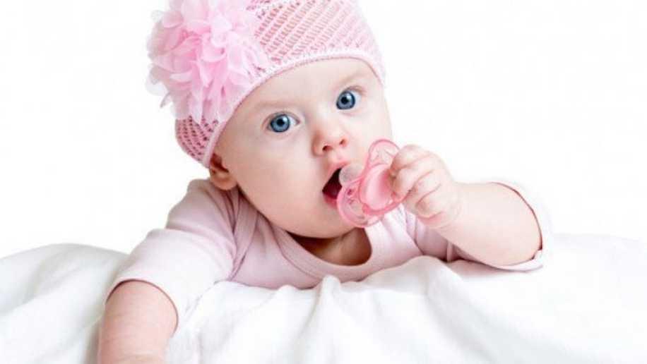 Yenidoğan Bebeği Emziğe Alıştırma Yöntemleri