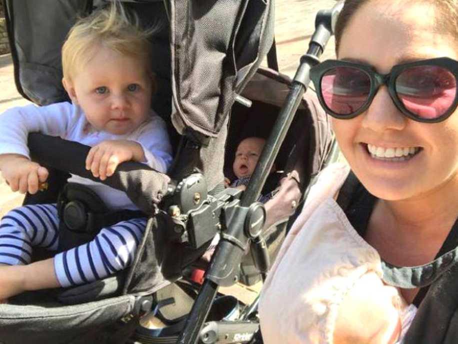 Hayatının En Büyük Sürprizini Yaşayan Anne 11 Ayda 3 Çocuk Dünyaya Getirdi