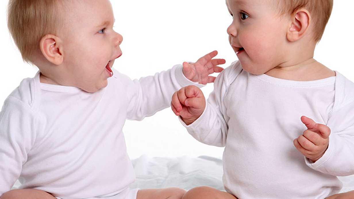 Bebeklerde Ay Ay Dil ve Konuşma Gelişimi